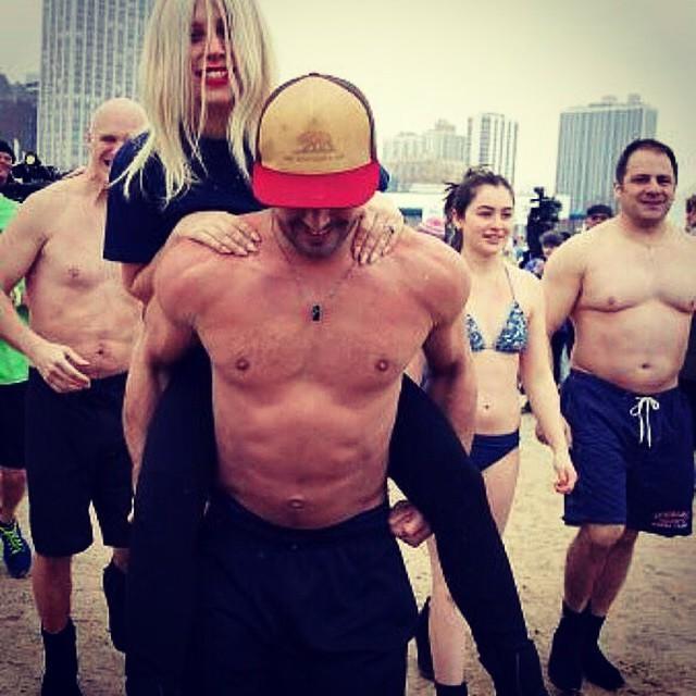 Lady Gaga y Taylor participan en el Chicago Polar Plunge