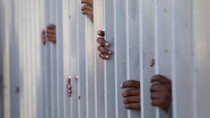 Según activistas el gobierno estadounidense redujo el número de personas que, diariamente, pueden presentar su solicitud de asilo en las garitas fronterizas. Archivo.