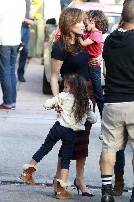 """Los gemelos Emme y Max visitaron a JLo en el set de """"The Boy Next Door"""""""