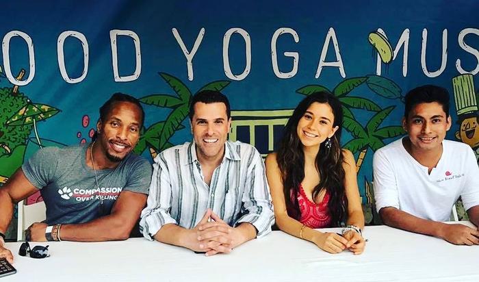Marco Antonio Regil, profesor de yoga