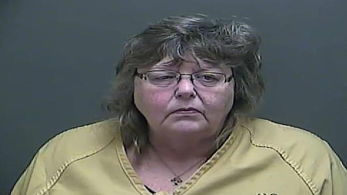 Deborah Cantwell fue detenida y acusada