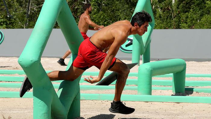 JC Herrera se enfrenta a Abe Cruz en eliminación