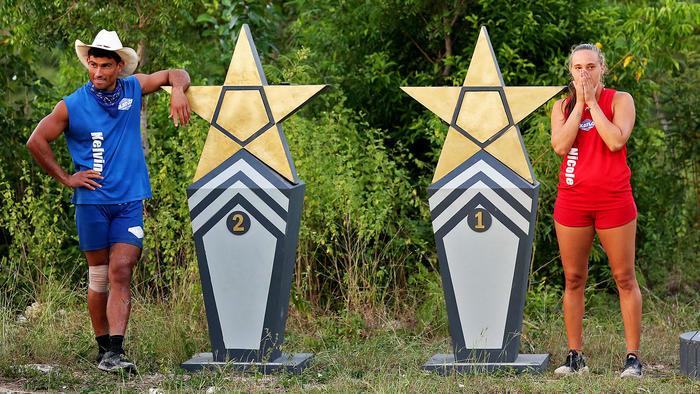 Kelvin y Nicole posan en las estrellas de la suerte