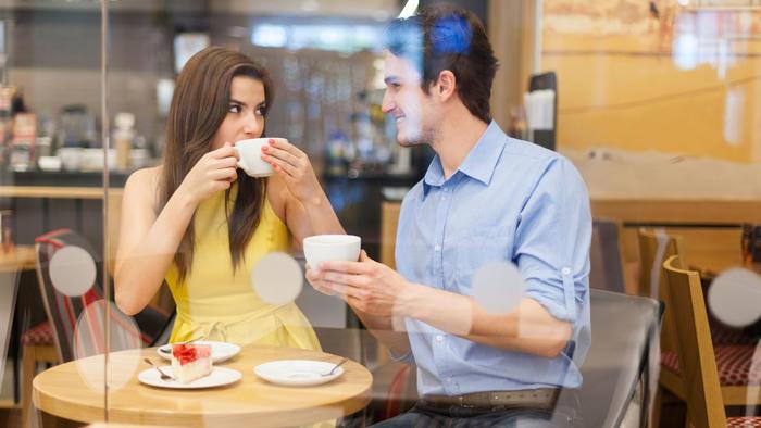 pareja cafeteria