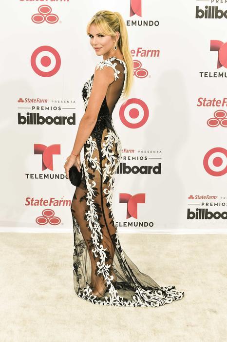 agueda lópez, esposa de luis fonsi, en la alfombra blanca de los premios billboard 2015