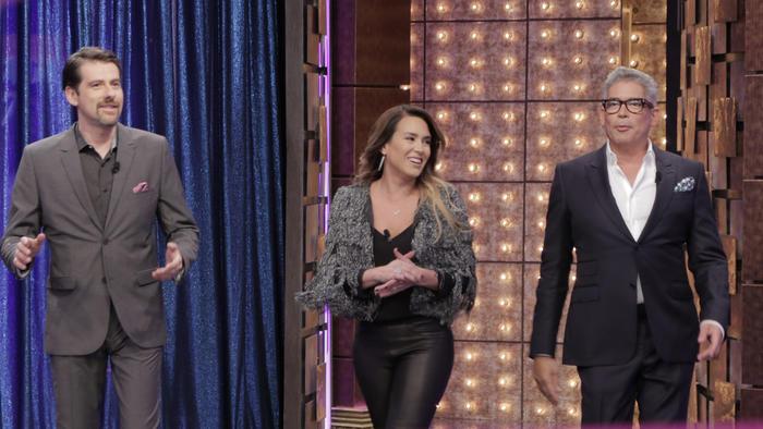 Eduardo Videgaray, Erika de la Vega y Boris Izaguirre en la inaguración del set de Ya era hora
