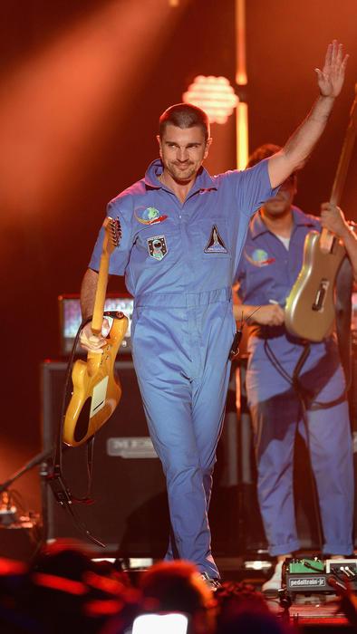 Juanes saludando en iHeartRadio Fiesta Latina