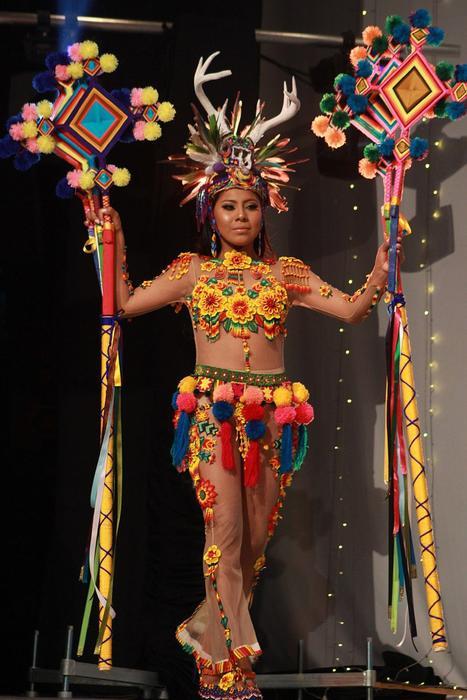 Una joven wixárika de 18 años gana concurso de belleza en occidente de México