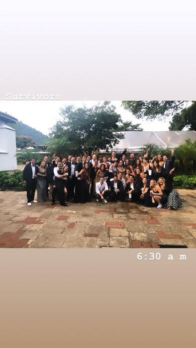 Adria Arjona junto a sus invitados el día de su boda con Edgardo Canales