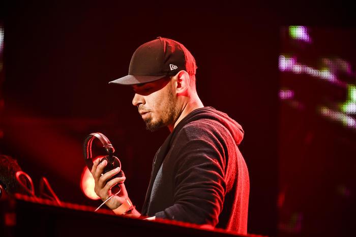 El Dj Afrojack en el ensayo de Premios Billboard 2015