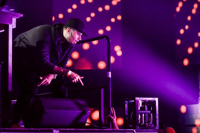 DJ Afrojack en el ensayo de los Premios Billboard 2015