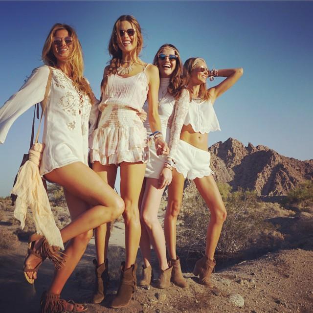 Alessandra Ambrosio y sus amigas en Coachella 2015