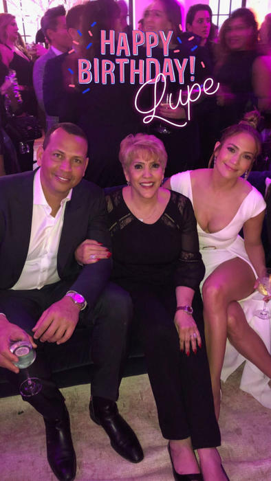 Jennifer Lopez con su mamá y Alex Rodriguez