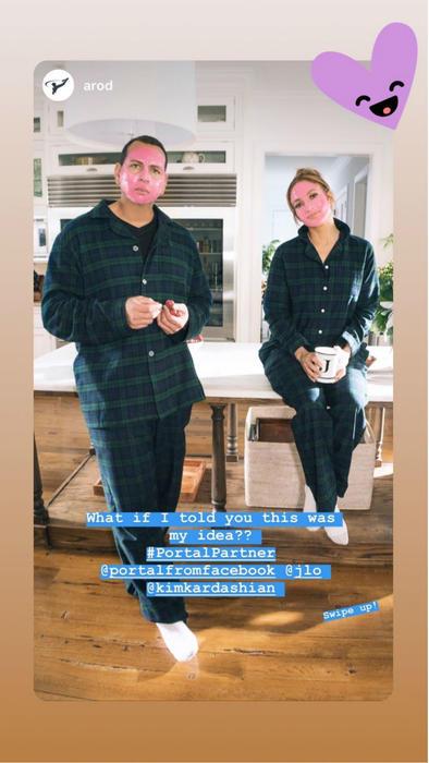 Alex Rodriguez y Jennifer Lopez con mascarilla y pijama