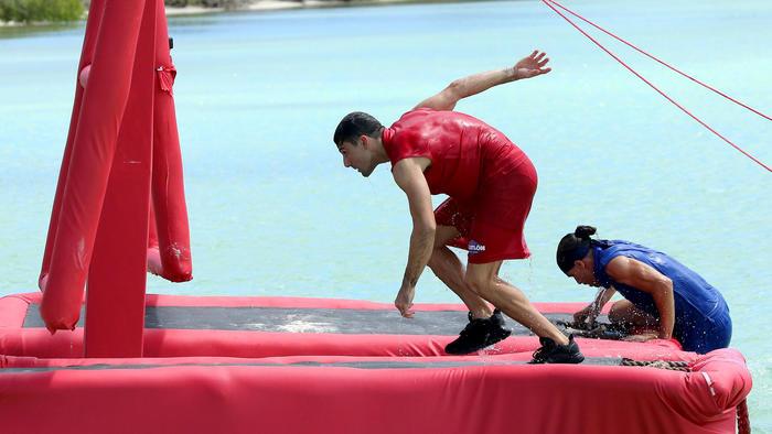 Alexander Rodríguez y Daniel Osbahr compitiendo en el circuito en el mar