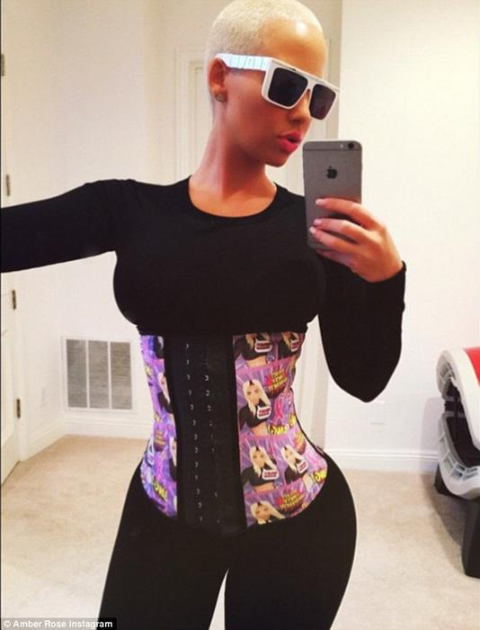Amber Rose usando una faja waist training