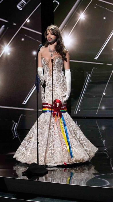 Amina Dagi, Miss Austria 2015, traje típico