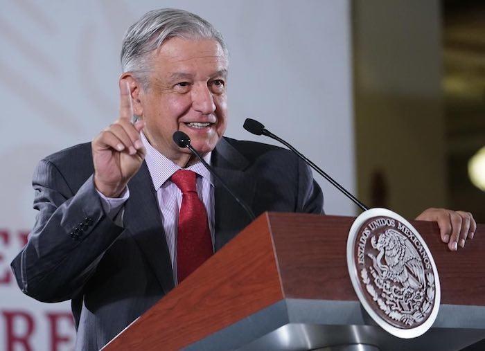 El Presidente López Obrador se refirió a un estudio de la UNAM para probar el hundimiento en Texcoco.