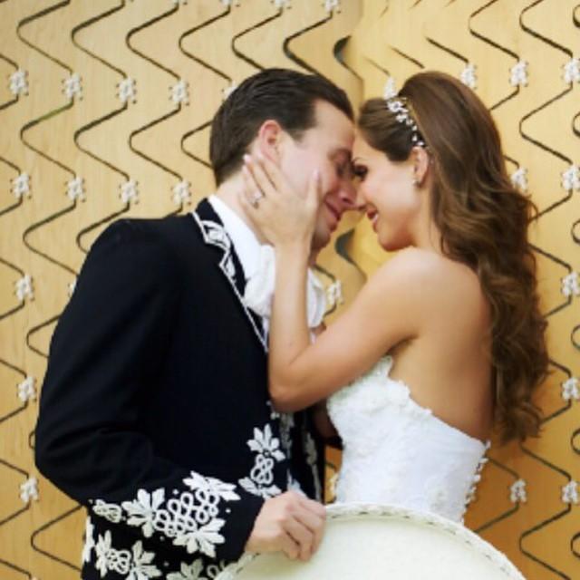 Anahí y Manuel Velasco en su boda