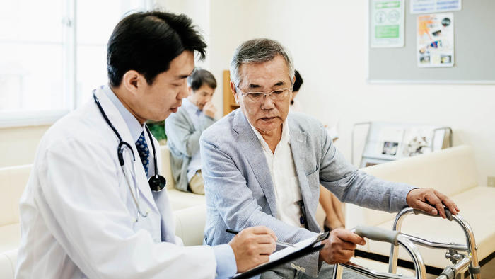 Los ancianos necesitan muchos cuidados médicos