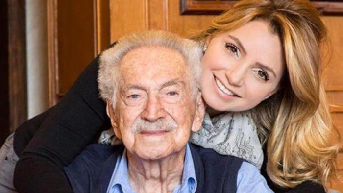 Angélica Rivera abrazando a su abuelo