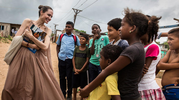 Angelina Jolie visitó los centros de atención a migrantes y refugiados en Riohacha y Maicao