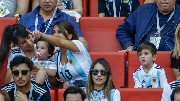 Antonella Roccuzzo con Thiago y Mateo Messi