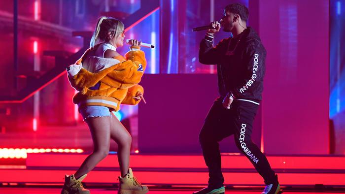 Anuel AA y Karol G en los ensayos de Premios Billboard 2019