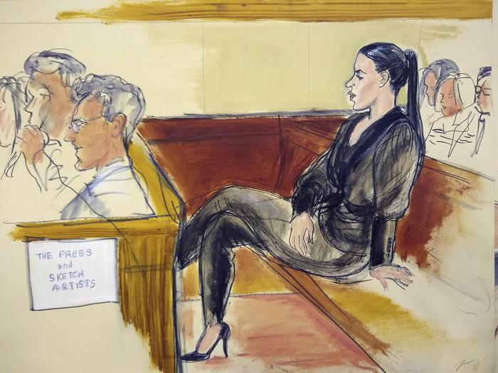 """Emma Cornel durante el juicio de su esposo Joaquín """"El Chapo"""" Guzmán."""