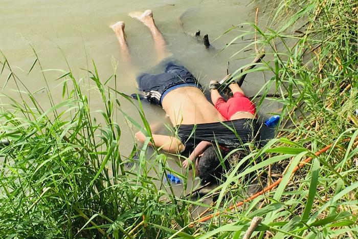 Los cuerpos del migrante salvadoreño Oscar Alberto Martínez Ramírez y su hija Valeria de casi 2 años
