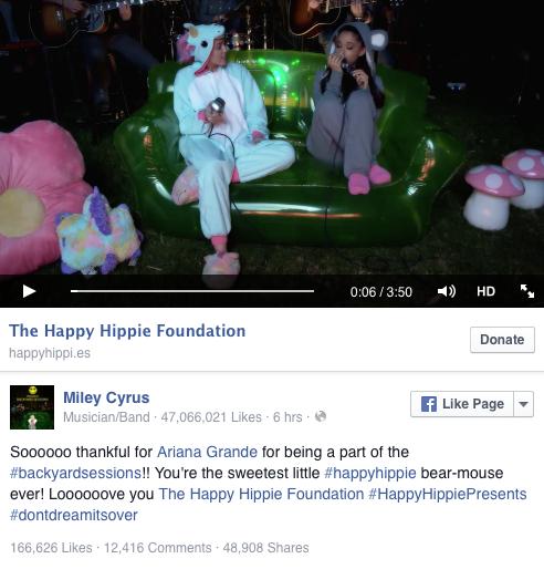 """ariana grande y miley cyrus cantando para la fundación """"happy hippie foundation"""""""