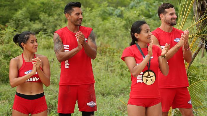 Aridt Flores aplaude con su medalla