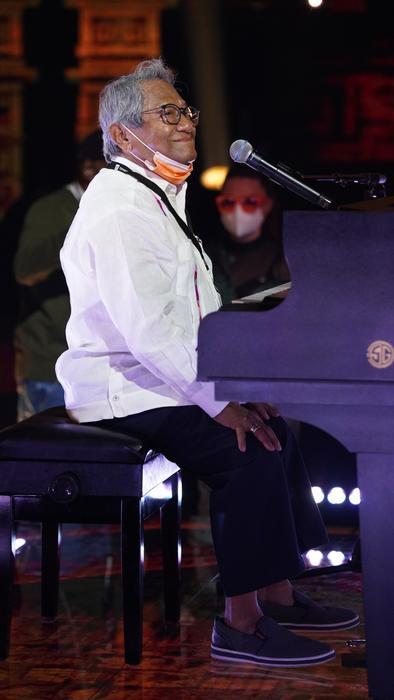 Armando Manzanero en los ensayos de los Premios Billboard 2020