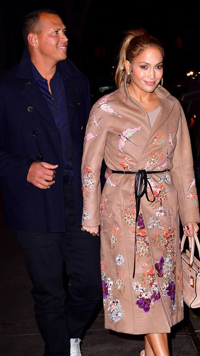 A-Rod y Jennifer Lopez sonriendo