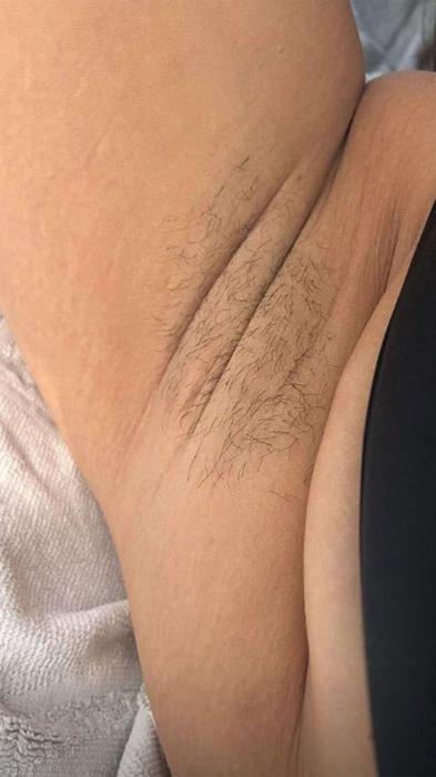 La modelo Ashley Graham muestra sus axilas sin depilar