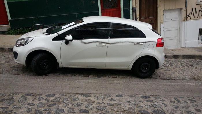auto con lineas negras pintadas