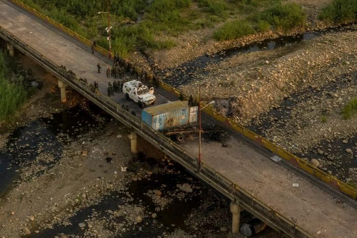 Vista aérea muestra a las fuerzas de seguridad venezolanas en Cúcuta el 25 de febrero, luego de haber bloqueado el paso de la ayuda humanitaria para impedir su ingreso a Venezuela.