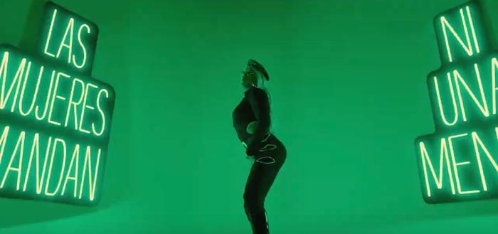 Bad Bunny lanza poderoso mensaje feminista vestido de mujer en su último video