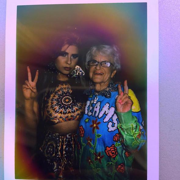 Baddie Winkle junto a su nieta