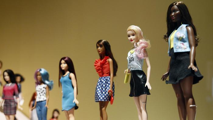 Exposición de muñecas Barbie en el Museo de las Artes Decorativas en París.