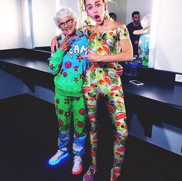Baddie Winkle junto a Miley Cyrus