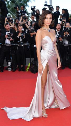 Bella Hadid en alfombra roja del Festival de Cannes
