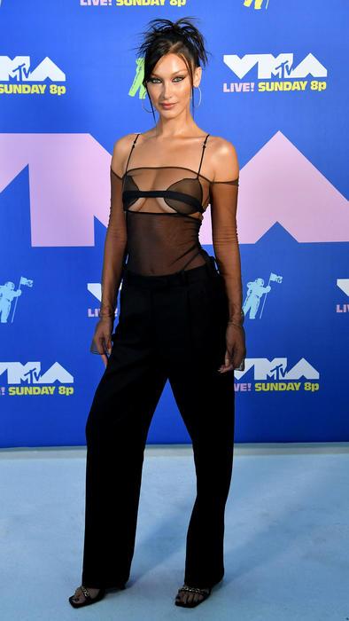 Bella Hadid en los MTV VMAs 2020