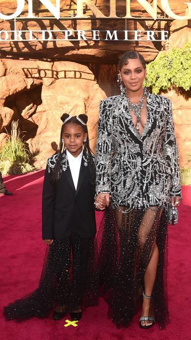 "Blue Ivy y Beyoncé en la alfombra roja de ""The Lion King"""