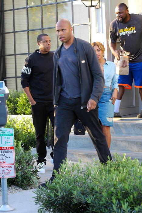 Beyoncé salió a almorzar con una camisa sin sostén