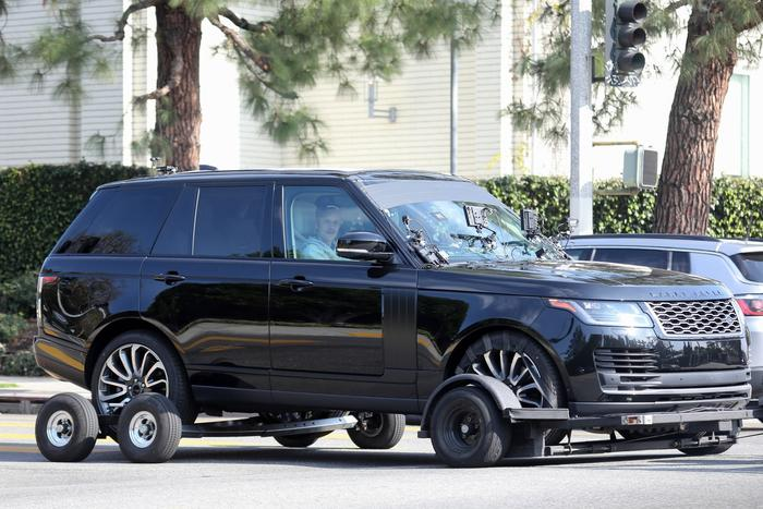Watch Justin Bieber Serve Food in 'Yummy' Truck