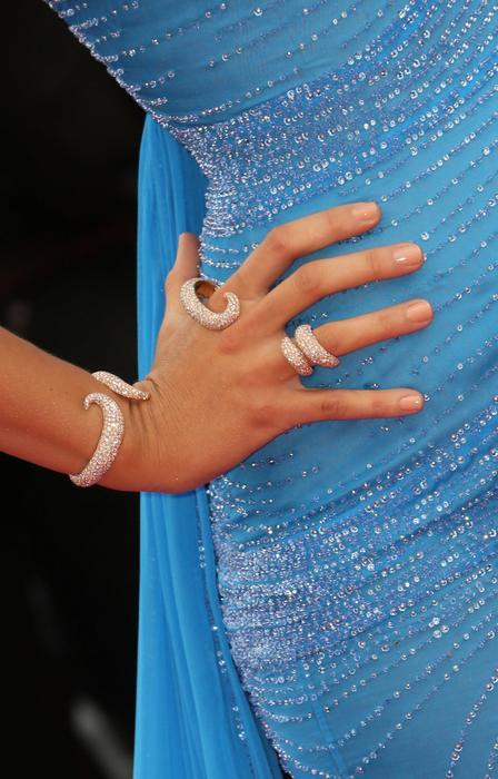 Detalle de los anillos de Blake Lively en la alfombra roja de 'The BFG' en Cannes 2016