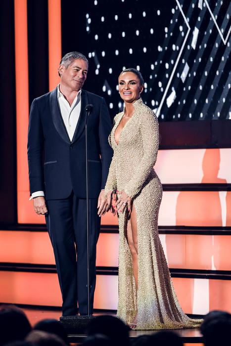 Boris Izaguirre y Mariana Seoane, presentadores de Premios Tu Mundo 2016
