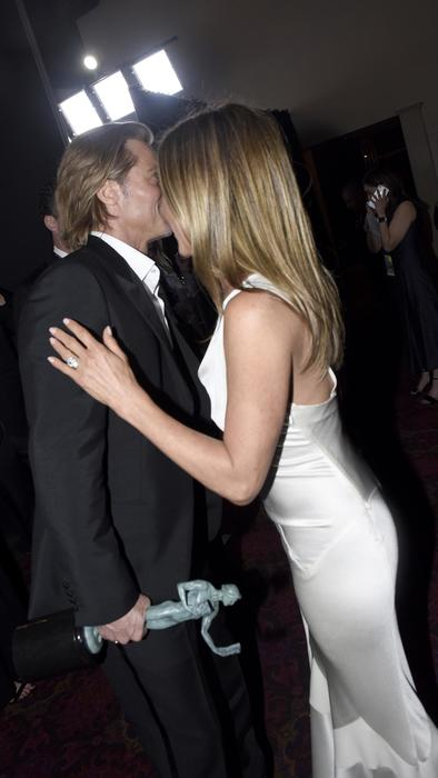 Brad Pitt y Jennifer Aniston abrazo en la ceremonia 26th de los Annual Screen Actors Guild Awards