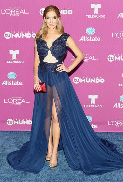 Carmen Aub en La Alfombra Roja de Premios tu Mundo 2015 en Miami